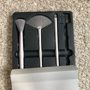 Pivotal Set of 3 Makeup Brushes